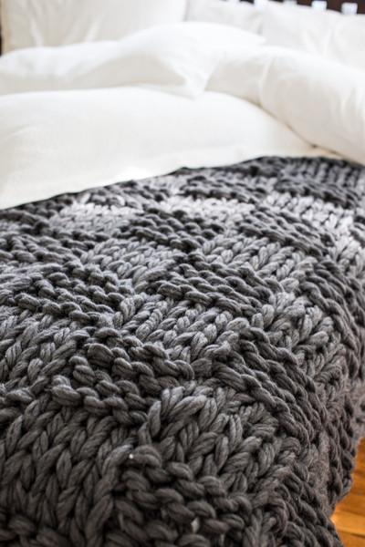 ffc22146b69 Voici la sélection de plaid tricot pour vous     . Couverture maille xxl